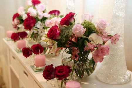 Rosen und Kerzen als Dekoration Standard-Bild - 8119602