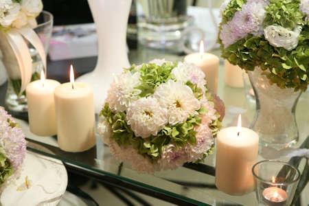 Blume und Kerze Dekoration für eine Hochzeit Standard-Bild - 8493168