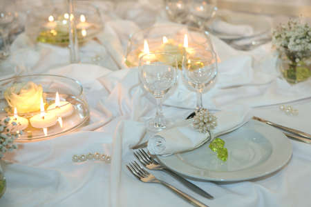 restaurant setting: Elegant table setting for a wedding or dinner event
