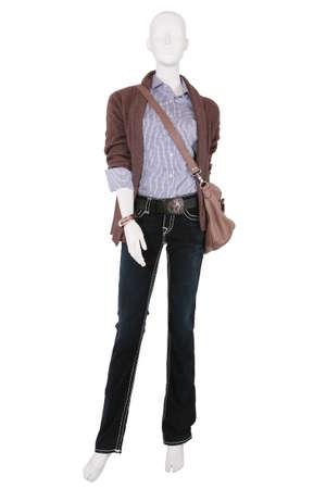 mannequin: Mannequin v�tu de v�tements � la mode f�minines, isol�s sur fond blanc