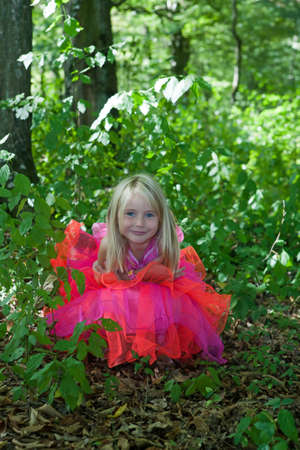 petti: Little girl in fairy costume in the forest