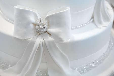 wedding cake: Wedding cake decorated with pearls