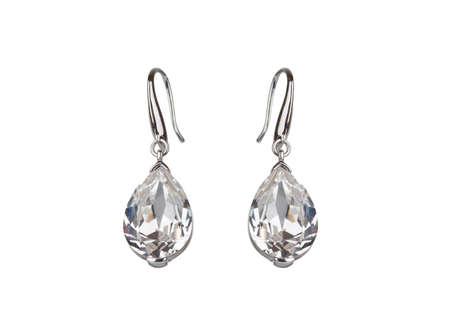Paar diamanten oorbellen, geïsoleerd op wit