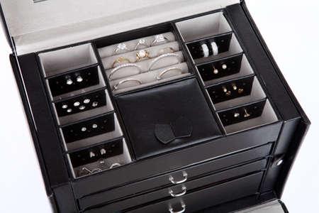 Black leather jewelery box with jewelry inside Banco de Imagens