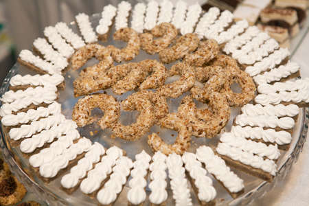 airy texture: Meringue snacks and nut cookies on a plate