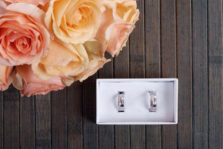 anillos boda: Los anillos de boda en una caja de
