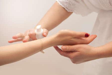 nourishing: Hand massage with nourishing oils