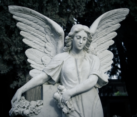 angel headstone: funerary monument