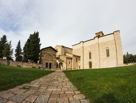 oratoria: El Oratorio de San Bernardino se encuentra en Perugia, Piazza San Francesco, al lado de la Bas�lica de San Francisco Foto de archivo