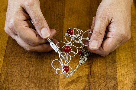 artisans: jewelry handmade by experienced goldsmiths with simple tools