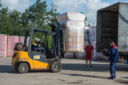 supervisores: St. Petersburg, Russia-July 16, 2015: Warehouses building network of hypermarkets metric,  supervisors and drivers  are working in warehouses. Editorial