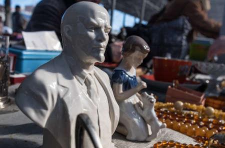 rummage: St. Petersburg, Russia - April 11, 2015: Flea market, old marble bust of Soviet-era revolutionary Vladimir Lenin on the counter Editorial