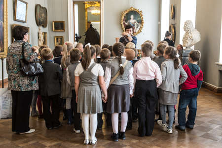 St. Petersburg, Russia - September 21, 2012: Children on an excursion to Russian Museum considered masterpieces of painting and sculpture, listen to the story guide of the works of great artists. Sajtókép