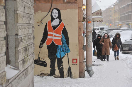 leonardo da vinci: St.Petersburg, Russia - January 13, 2016: Graffiti on the wall of a residential building in the city center. Woman in uniform of janitor with a broom and a dustpan with a face of the Mona Lisa by Leonardo Da Vinci