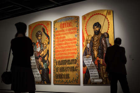 """arte greca: San Pietroburgo, Russia - 30 novembre 2016: mostra nella mostra Central Hall """"Manege"""". arte greca dal 1930 fino ai giorni nostri. Editoriali"""