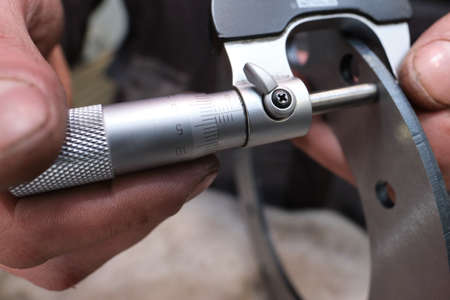 The process of measuring the ring of a large diesel engine in a machine-building plant using a simple, accurate micrometer with a conventional scale, a steel product at the point of general technical control