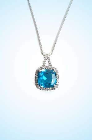 collares: azul collar de diamantes closeup Foto de archivo