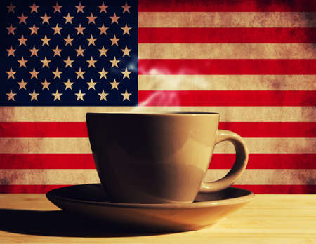 Heißgetränk mit USA-Flagge