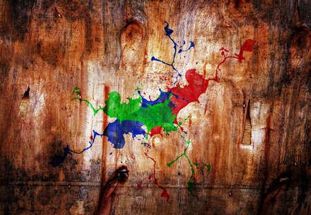 pallette: peinture colorée staind sur la surface du bois