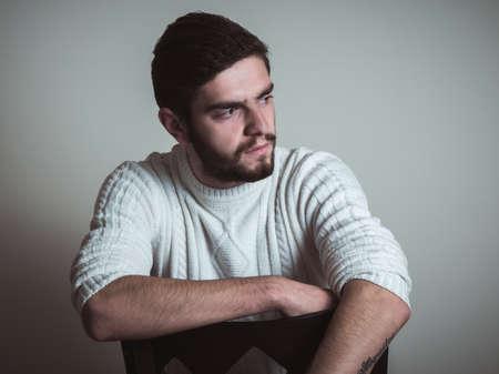 visage homme: bel homme de la mode avec la barbe Banque d'images
