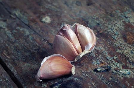 fresh garlic: raw garlic on the table Stock Photo