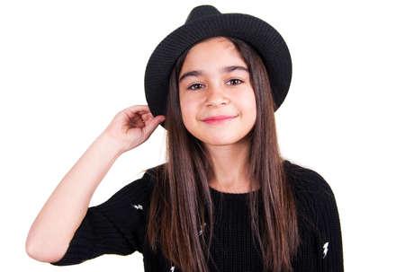 jolie petite fille: peu jolie fille avec le chapeau