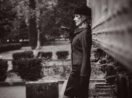 Retro woman on the train station 免版税图像 - 119821072