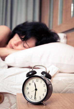 Wekker en de vrouw Stockfoto