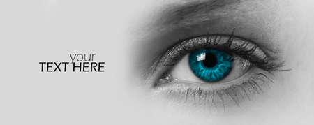 Occhio femminile con lo spazio della copia
