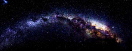 milky way: Milky Way in Antarctica boven de Oekraïense Zuidpool Station Academic Vernadski
