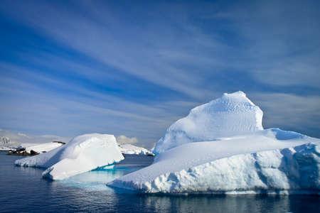 Antarktis Eisberg im Schnee Standard-Bild - 10632782