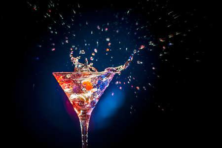 margarita cocktail: c�ctel de colores sobre el fondo negro