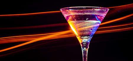 margarita cocktail: coctail de colores en el fondo negro