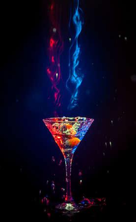 margarita cocktail: coctail fresco su sfondo nero