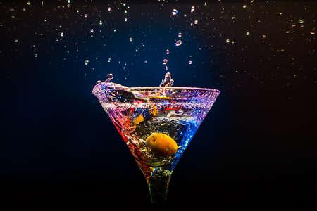 margarita cocktail: Coctail fresco sobre el fondo negro