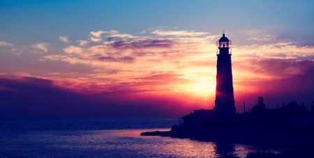 燈塔上的日落。烏克蘭克里米亞