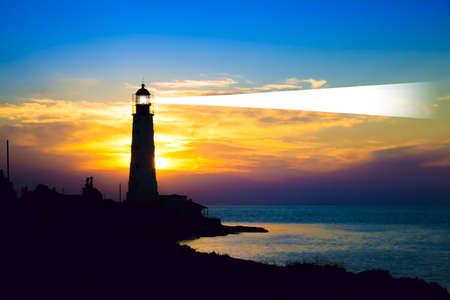 Latarnia morska na zachód słońca. Krym, Ukraina