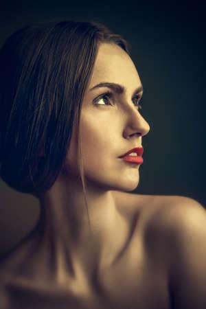 Retrato de una mujer joven y bella Foto de archivo