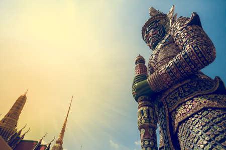 悪魔守護者ワット プラ ケオ グランドパレス バンコク 写真素材