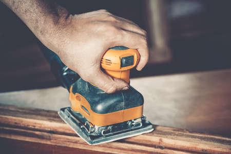 menuisier: charpentier hommes au travail de près Banque d'images