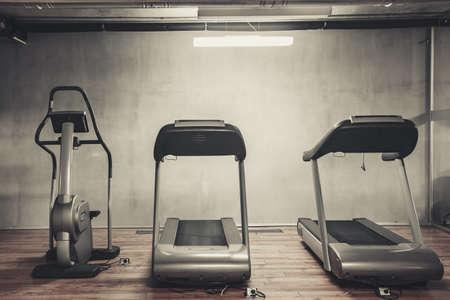 Treadmills set in gym interior Imagens