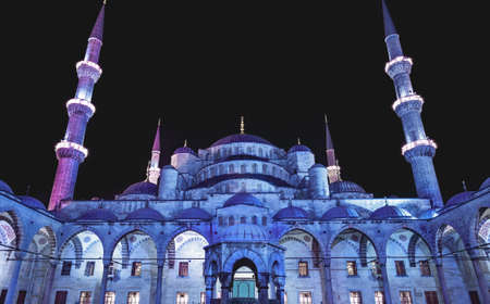 blue mosque: Courtyard of the Blue Mosque (Sultanahmet Camii) at dusk, Istanbul, Turkey