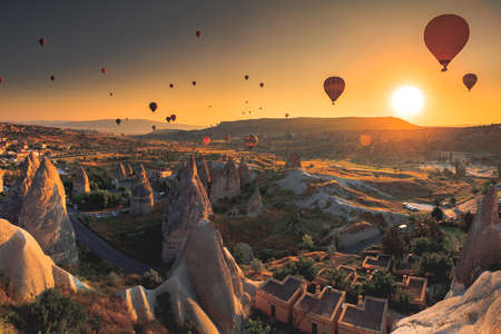 Hot air balloon flying over spectacular Cappadocia Foto de archivo