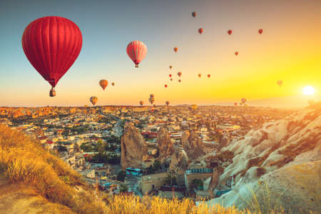 Hot air balloons flying over spectacular Cappadocia Stockfoto