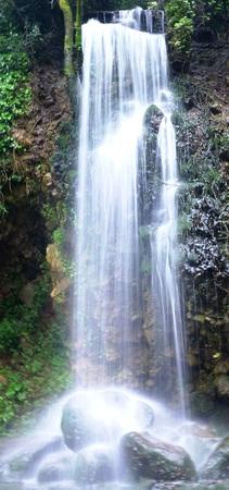 Wasserfall Standard-Bild - 62500244