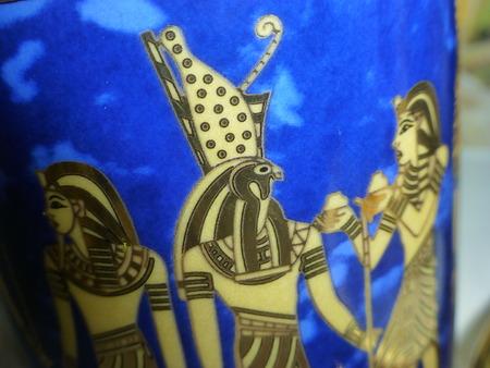 egyptian cobra: vetro blu della porcellana egiziano dorato