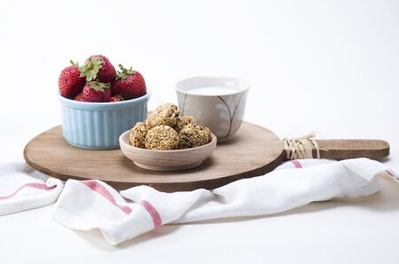 granola: Granola served with fruits