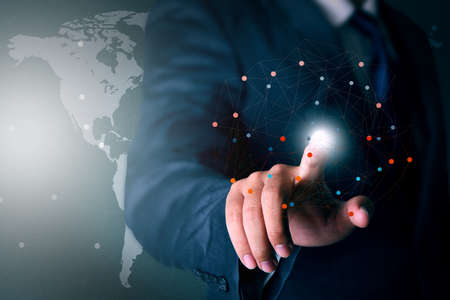 実業家の手に触れる仮想化技術