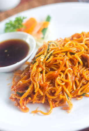 cooked instant noodle: Scrumptious mee goreng