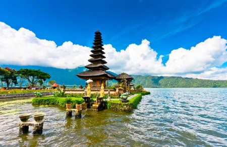 pura: Pura Ulun Danu temple ,Bali Indonesia
